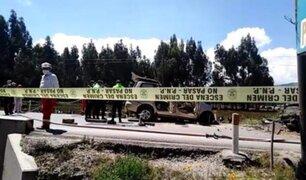 Choque frontal de auto y camioneta deja tres muertos y ocho heridos en Junín