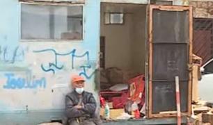 SMP: vecinos piden ayuda para anciano que vive en remolque