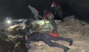 Agentes policiales rescataron a pescadores que cayeron a acantilado en Puerto Eten