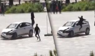 """""""Patada voladora"""" impide que un conductor atropelle a una multitud en Albania"""