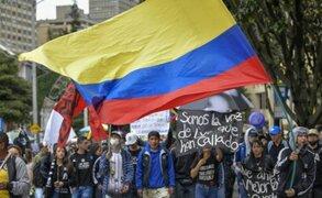 Colombia: reportan un muerto durante protestas contra reforma tributaria del Gobierno