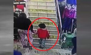 Mujer roba 3 mil soles de una galería de Gamarra con la ayuda de un niño