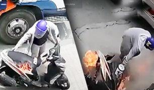 Filipinas: Moto se incendia en plena carretera
