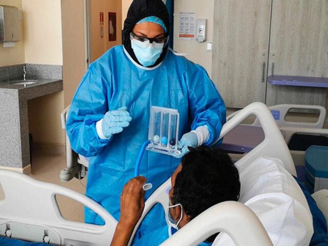 COVID-19: Chile registra más ingresos a UCI de pacientes menores de 39 años que de mayores a 70
