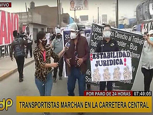 Paro de transportes: grupo de conductores marchan hacia el Congreso