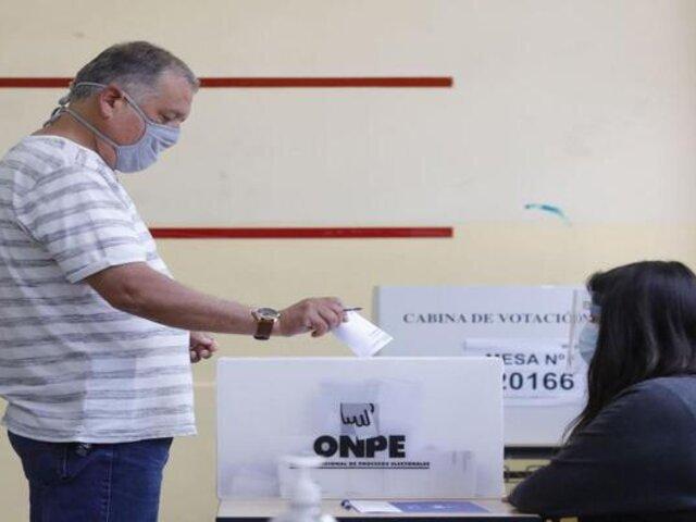COVID-19: especialistas advierten que casos podrían aumentar después de las elecciones