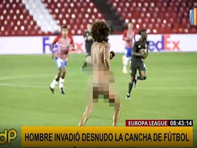 Hombre completamente desnudo irrumpe partido de la Europa League