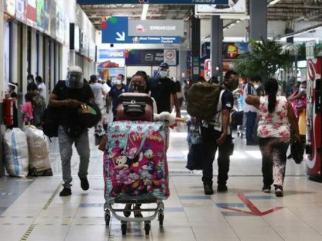 Terminal Plaza Norte: personas viajan a regiones a pocos días de elecciones generales