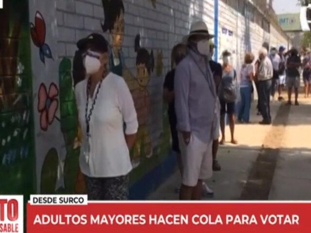 Surco: adultos mayores hacen colas por más de 3 horas por mesas de sufragio no instaladas