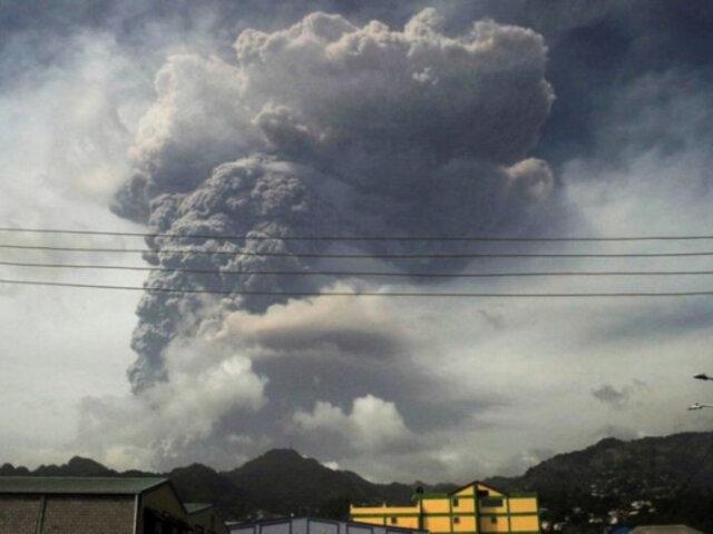 San Vicente: miles de evacuados por erupción del volcán La Soufrière