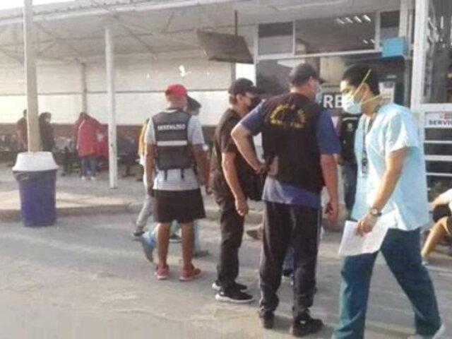 Comas: sicarios en moto asesinan a balazos a tres amigos y a una transeúnte