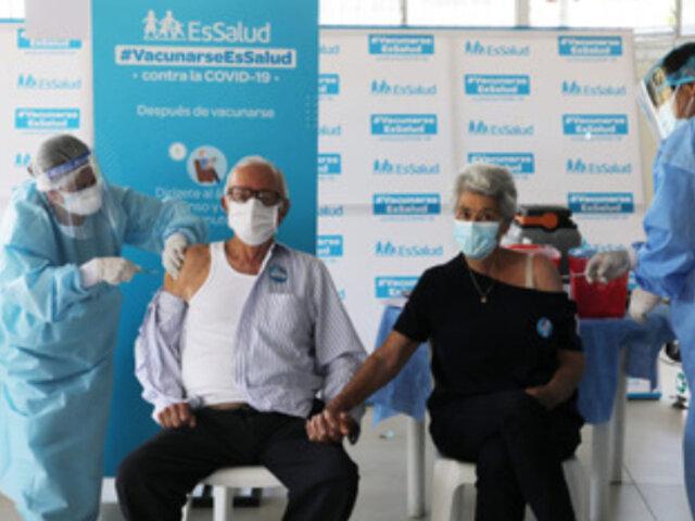 Adultos mayores: EsSalud culminó al 99% inoculación de segunda dosis de vacunas recibidas en primera etapa