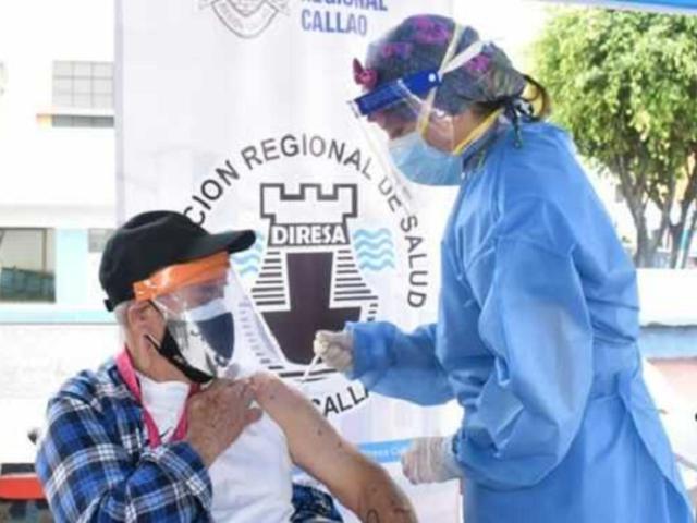 Covid-19: vacunación de personas mayores de 60 años podría empezar a fines de mayo