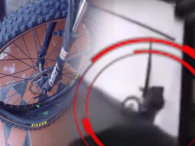 """Surco: Ciclista se estrella contra un portón en """"Las Casuarinas"""""""
