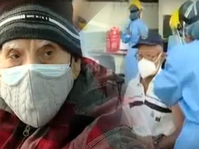 """Chorrillos: así va la vacunación de adultos mayores en el colegio """"Pedro Ruíz Gallo"""""""