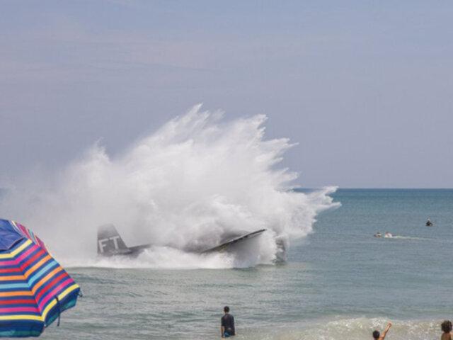 Avión de la Segunda Guerra Mundial aterriza de emergencia en playa llena de personas
