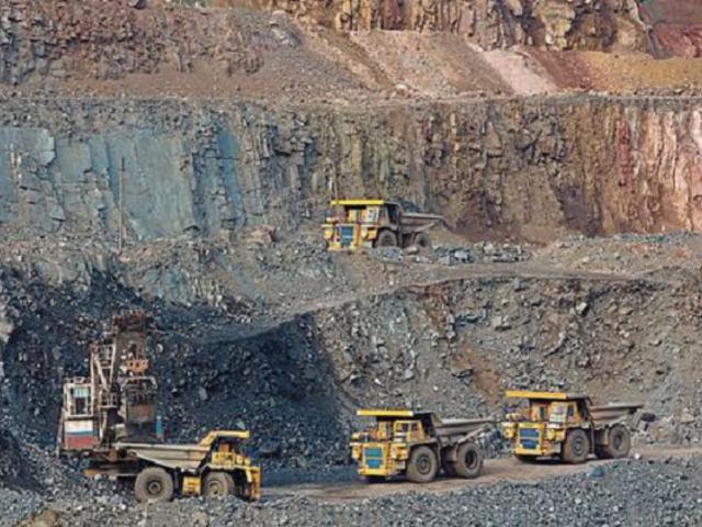 El 30 % del canon minero no se ejecuta: 294 obras de infraestructura paralizadas en las regiones