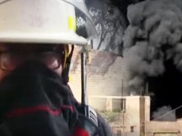 Huachipa: gran incendio destruye dos fábricas