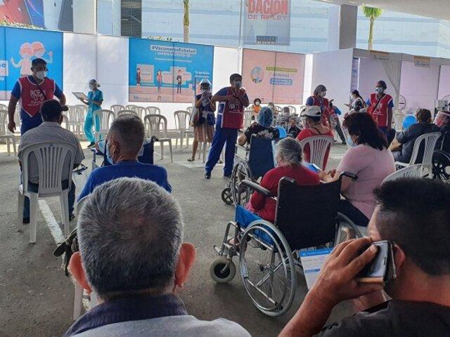 Más de 100 personas se vacunaron irregularmente en Plaza Norte, según Ojo Público