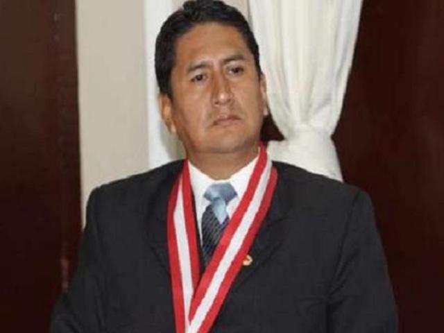 Vladimir Cerrón denunció a Elvia Barrios por declaraciones sobre su proceso
