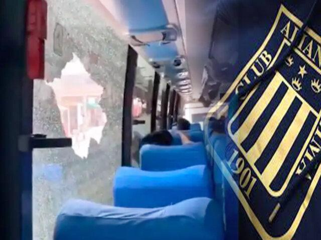 Presuntos hinchas agredieron bus de Alianza Lima en VES