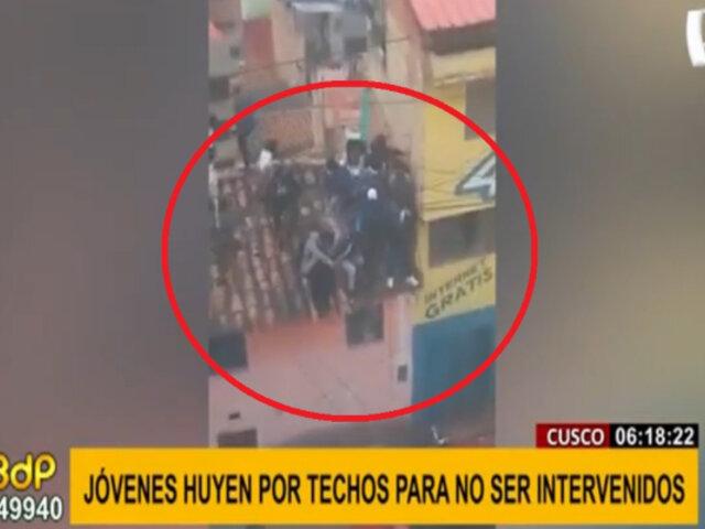 Fiesta covid en Cusco: jóvenes escapan por techos para no ser intervenidos