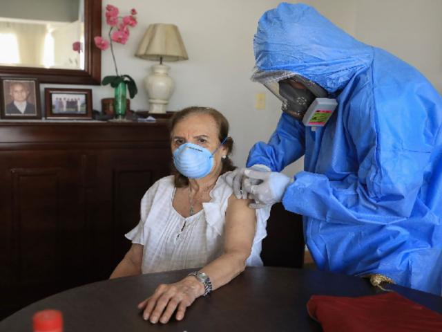 Ugarte: En 8 ó 10 días terminaría vacunación de mayores de 70 años