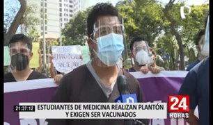 Estudiantes de medicina realizaron plantón y exigen ser vacunados
