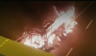 Panamericana Norte: bus quedó reducido a cenizas tras incendiarse en el kilómetro 17.5