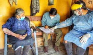 Mujer de 101 años y su hijo de 67 recibieron vacuna contra el coronavirus en Huancavelica