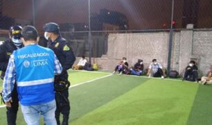 Cercado de Lima: clausuran cancha de fulbito donde jugaban sin respetar medidas sanitarias
