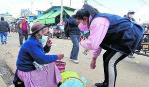 Junín: personal sanitario recorre calles y plazas buscando adultos mayores para vacunarlos
