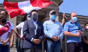 Diversos colectivos de la sociedad civil y partidos políticos realizaron marcha por la democracia