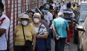 Covid-19: largas colas en segundo día de vacunación de adultos mayores en Chorrillos
