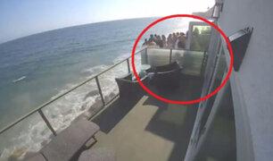 El preciso instante en que balcón se derrumbó en fiesta en casa frente al mar
