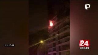 Bomberos lograron controlar incendio en noveno piso de edificio en Miraflores