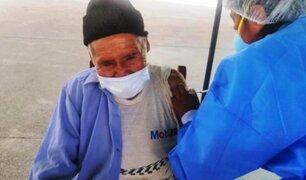 Madre de Dios: anciano de 111 años recibió emocionado vacuna contra la Covid-19