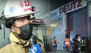 Incendio consume depósito de motores en el Cercado de Lima