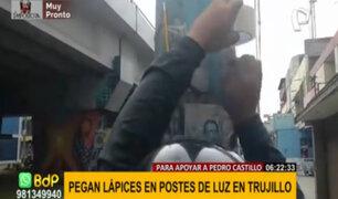 Trujillo: joven pega lápices en postes para apoyar a Pedro Castillo