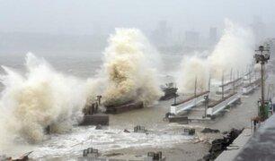 """India soporta tifón """"extremadamente severo"""" en medio de descontrolada pandemia"""