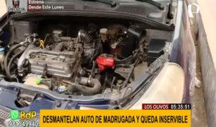 Los Olivos: sujetos desmantelan auto en pleno toque de queda