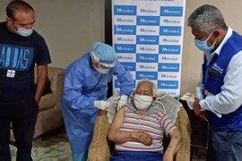 Áncash: adulto mayor de 100 años es el primero en ser vacunado contra la Covid-19 en su vivienda