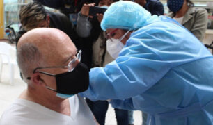 """Cardenal Pedro Barreto recibió primera dosis contra la covid-19: """"La vacuna nos ayuda a todos"""""""