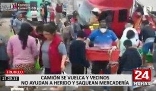 Trujillo: ciudadanos aprovechan volcadura de camión para saquear productos marítimos