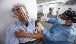Gobierno brindará estímulo económico a personal de salud a cargo de la vacunación