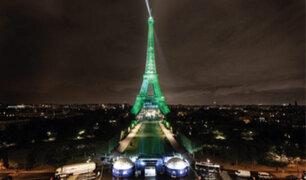 Francia: Torre Eiffel se iluminó con electricidad no contaminante