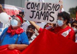 """Cientos de ciudadanos participan de la """"Marcha por la democracia"""""""