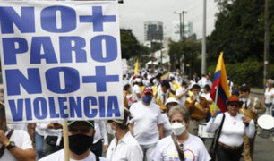 Colombia: miles marchan vestidos de blanco para exigir fin de protestas y bloqueos