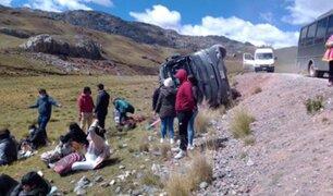 Al menos 18 turistas resultaron heridos de distinta consideración tras despiste de bus en Junín
