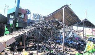 Huancayo: fuegos artificiales de fiesta patronal provocan incendio en almacén de reciclaje